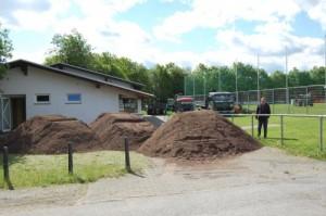 Sanierung: Der Sportplatz in Scharfenberg soll demnächst ein feiner Rasen sein